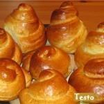 Как завести тесто для сдобных дрожжевых булочек