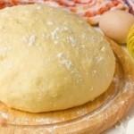 Дрожжевое тесто на сыворотке для пирога или булочек