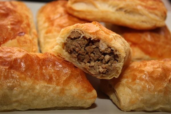 Пошаговый рецепт слоеных пирожков с мясом