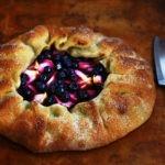 Дрожжевой пирог с яблоками и смородиной