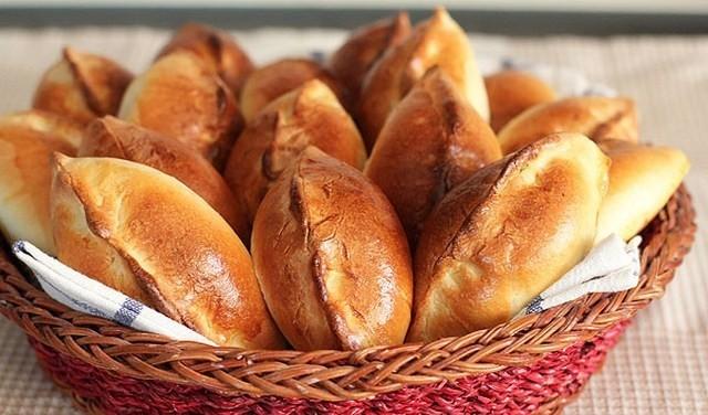 Вкусные дрожжевые пирожки из сдобного теста