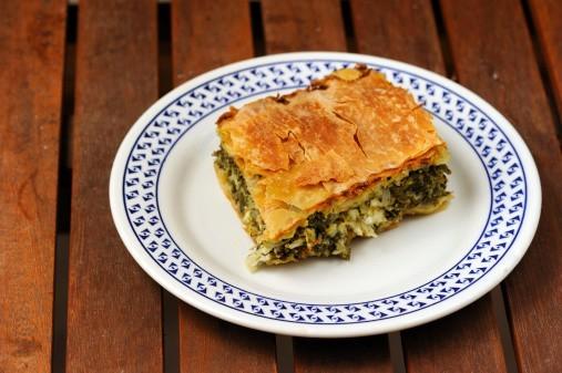 Вкусный кусок греческого пирога Спанакопиты