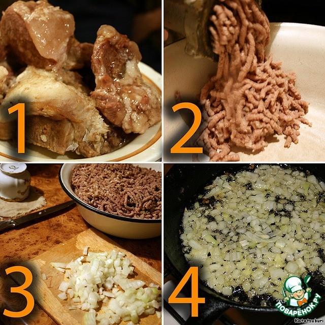 Отварите мясо, прокрутите через мясорубку, обжарьте лук