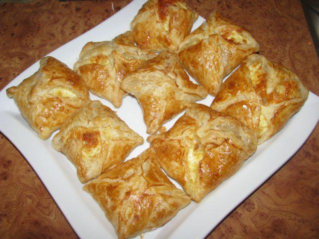 Хачапури из дрожжевого теста с сыром