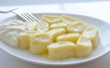 Пирог из слоеного теста с картошкой и мясом