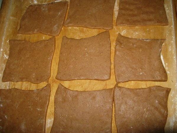 Разделите тесто на пряники на части