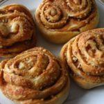 Вкусные дрожжевые булочки в духовке