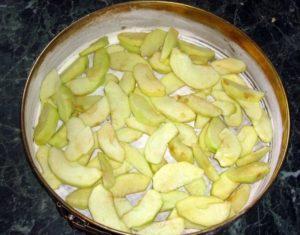 Быстрая шарлотка на скорую руку: вкусный рецепт с яблоками