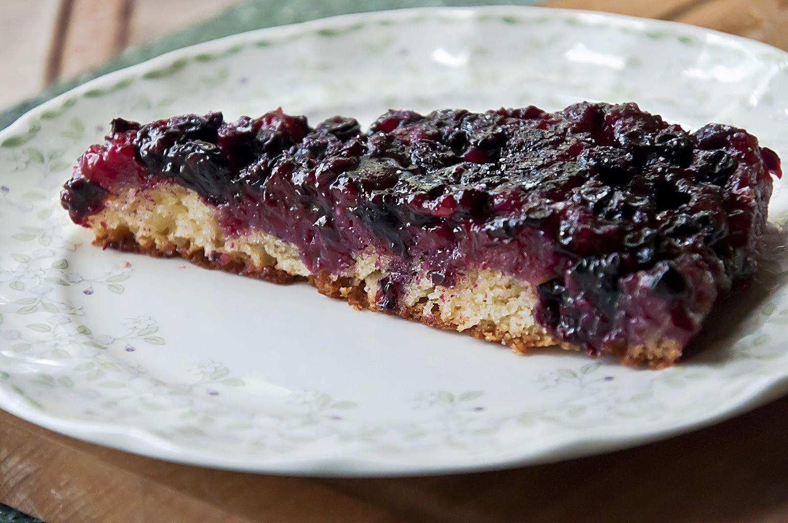 Рецепт пирога из черной смородины в мультиварке