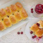 Вкусные пирожки с вишней